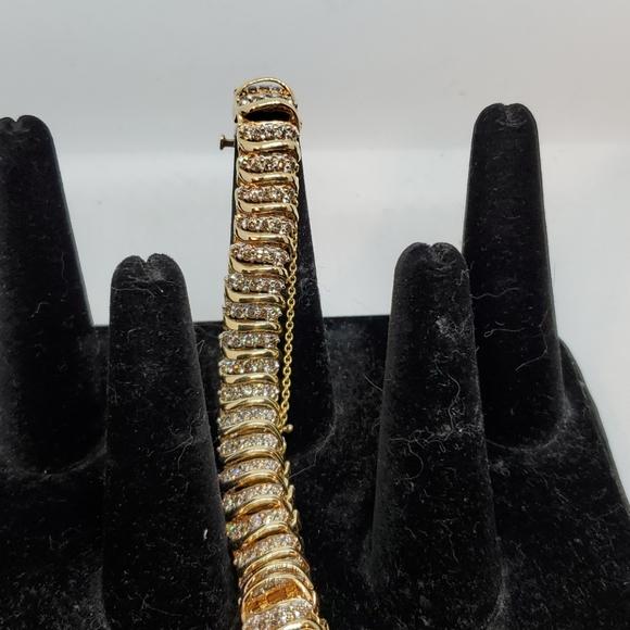 Diamond Tennis bracelet, 5 carats, safety clasp